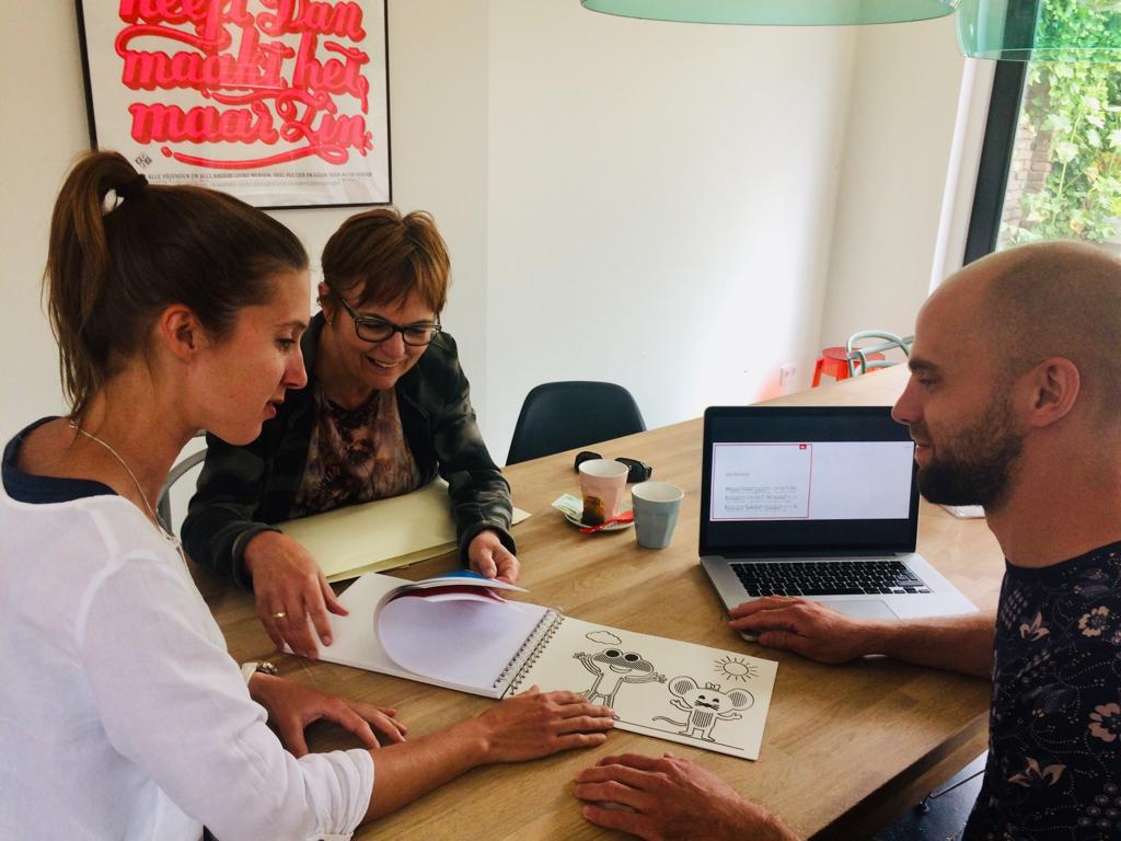Laura, the creator (left), together with Dorine (center; volunteer and productmanager tactile reading and learning at Dedicon) and an illustrator (right) from Loulou&lou